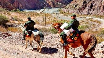 Gendarmes cabalgaron más de 20 horas para llevar las urnas a un pueblo