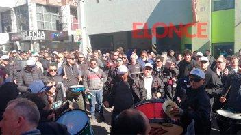 Sigue el paro de colectivos urbanos: No hubo acuerdo tras reunión en Trabajo