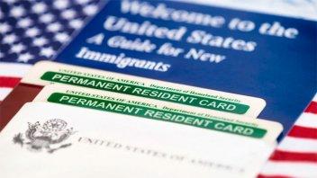 EE.UU negará la ciudadanía a inmigrantes que reciban ayudas sociales