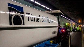Se le rompió el tanque de gasoil y lo derramó en el túnel subfluvial