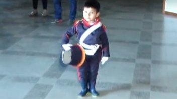Video: Niño entrerriano festejó sus cuatro años vestido de Granadero