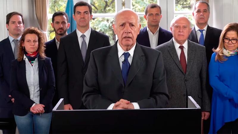 Por la crisis, Lavagna convocó a los candidatos a suspender la campaña