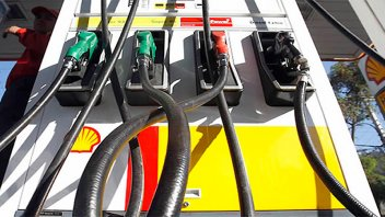 Sin acuerdo con petroleras, aplican Ley de 1974 para congelar precios de naftas