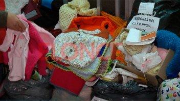 Jubiladas de Cerrito confeccionaron prendas y las donaron al Hospital San Roque