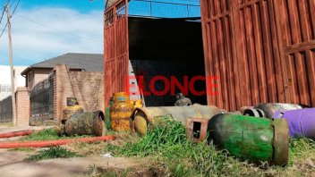 Se incendiaron varias garrafas en depósito en Paraná: Fotos