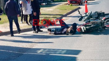 Dos motos chocaron en una esquina y sus ocupantes resultaron lesionados