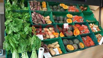 Algunas frutas y verduras incrementaron su precio por la suba del dólar