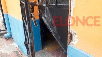 Barretearon una puerta y robaron en reconocida fábrica de lonas