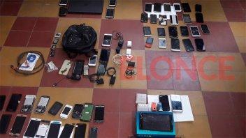 Allanaron viviendas y secuestraron gran cantidad de celulares robados en Paraná