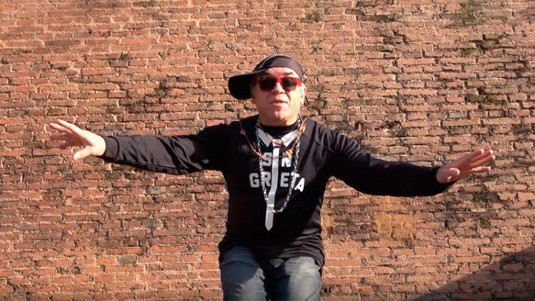 Video: Ricardo Leguízamo y su desopilante canción para