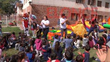 Unos 600 niños festejaron su día en el complejo hogar Eva Perón