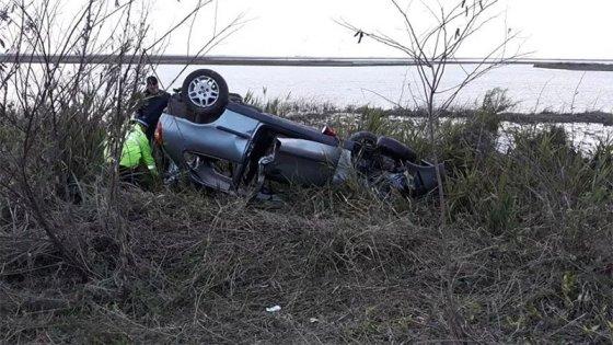 Puente Victoria-Rosario: Auto chocó un carpincho, volcó y una persona murió