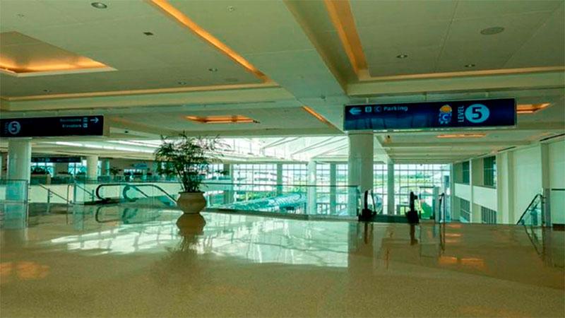 Aeropuertos, puertos y servicios de tren cerrados en Florida por Dorian
