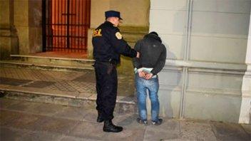 Saltó las rejas para entrar a la Catedral: fue detenido e internado