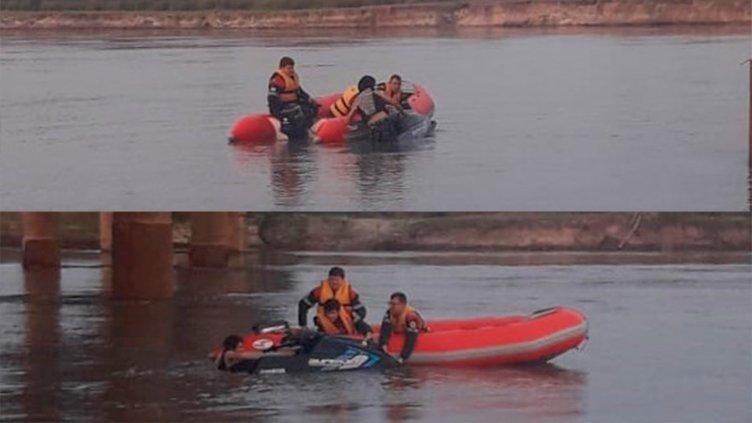 Bomberos rescataron del río a joven accidentado con una moto de agua