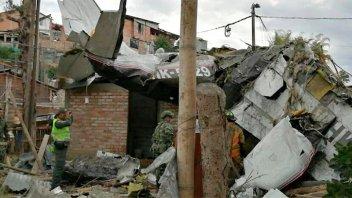 Avioneta se estrelló contra una casa y murieron siete personas: Imágenes