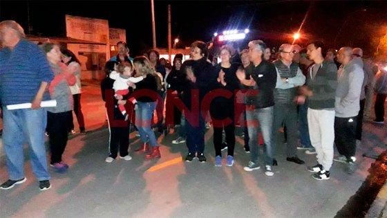 Hermanos Siboldi en barrio Paracao: vecinos se manifestaron frente a comisaría