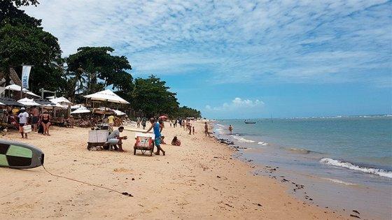 Empresaria ofrece empleo a jóvenes que quieran trabajar en una playa de Brasil