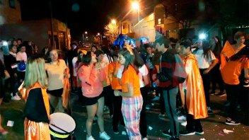La estudiantina de la Escuela Borges culminó con un desfile de carrozas