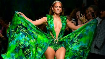 Jennifer López deslumbró con el vestido por el que se creó Google Imágenes