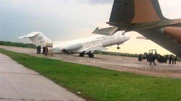 Los fuertes vientos tumbaron un avión militar en el aeropuerto de El Palomar