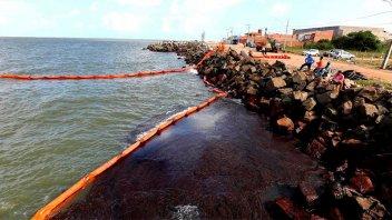 Crece la mancha de petróleo en las playas de Brasil
