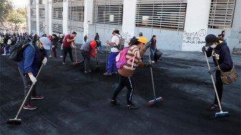 Ecuador: Manifestantes limpian las calles tras el fin de doce días de protestas