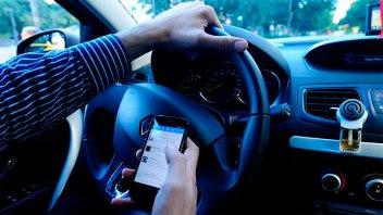 Hacen más multas por el uso del celular al volante en Buenos Aires