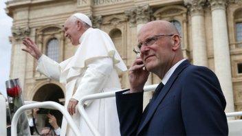 Acusado de filtración, renunció el jefe de seguridad del Papa