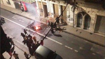 Fuego y pintadas en un edificio para escrachar a supuestos abusadores