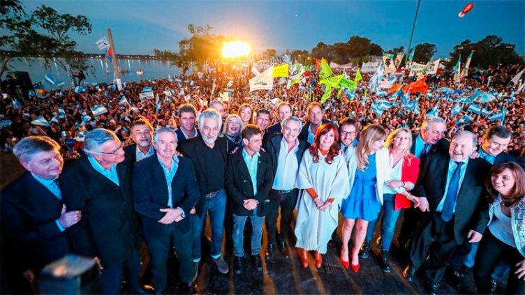 Alberto Fernández junto a Cristina, en el Día de la Lealtad: