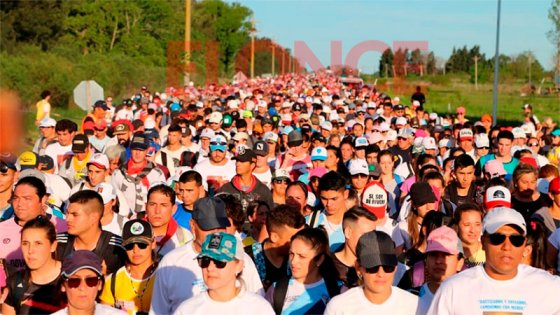Con mucha fe, miles de personas caminan de Hasenkamp a Paraná