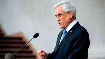 Piñera llamó a la oposición al diálogo y prometió revisar los precios