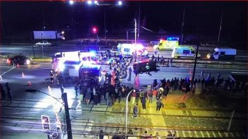 Video: Un auto atropelló a manifestantes en Chile y mató a dos personas