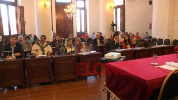 Los concejales escuchan las propuestas de los candidatos a Defensores del Pueblo