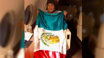Evo Morales en su partida hacia México: