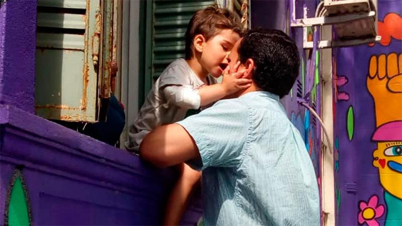 Madre halló a su hijo flotando boca abajo en la pileta y lo salvó con RCP