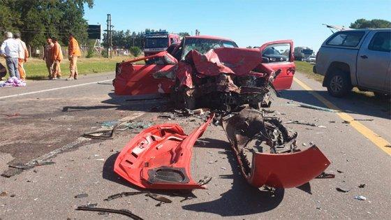 Fotos: Cuatro heridos por impresionante choque frontal de dos autos en Ruta 14