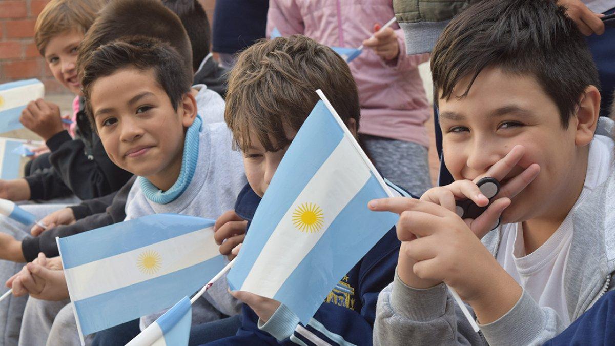 """Banderitas en la escuela """"República de Entre Ríos"""""""