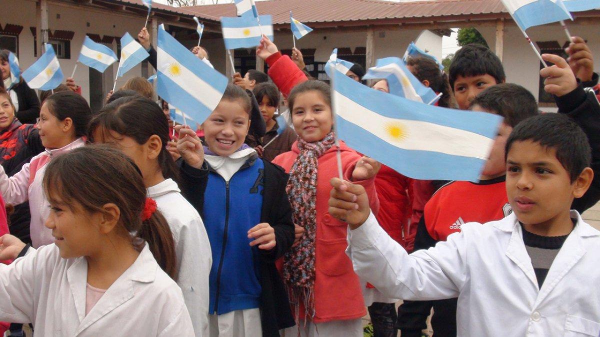 Alumnos de la escuela La Delfina.-
