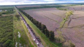 Miles de peregrinos realizan la Peregrinación Hasenkamp Paraná