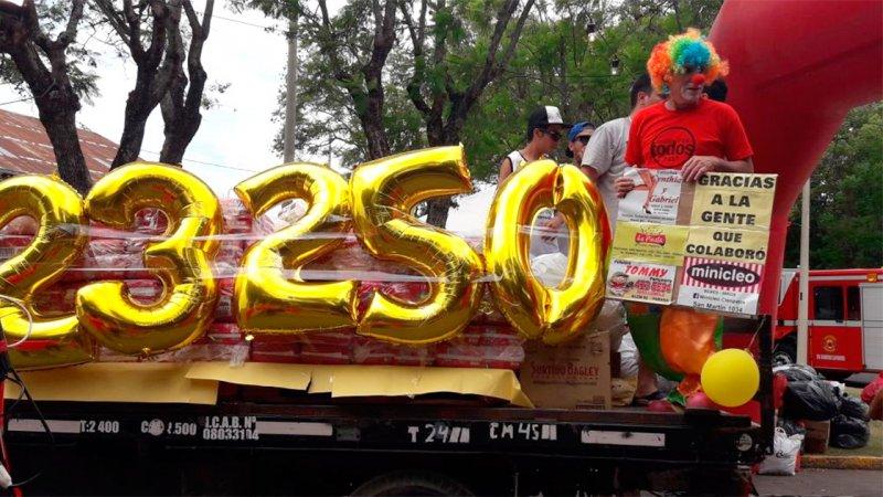 Las fotos de la fiesta de la solidaridad: Montañas de donaciones en Sala Mayo
