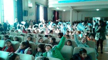Emotivos actos escolares estuvieron embanderados de celeste y blanco