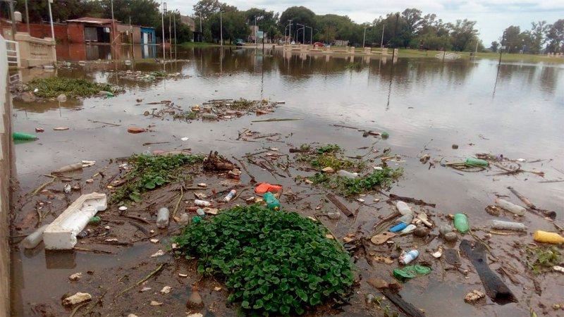 El río Uruguay crece y avanza sobre Concordia