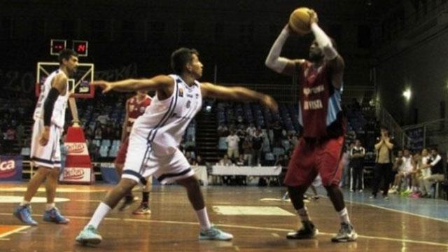 Salta Basket disputando las semifinales del TFB ante Atlético Tala.