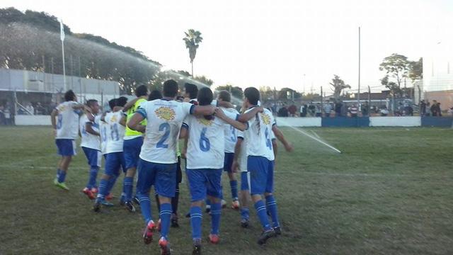 Sportivo Urquiza y Peñarol juegan el clásico en la Floresta.