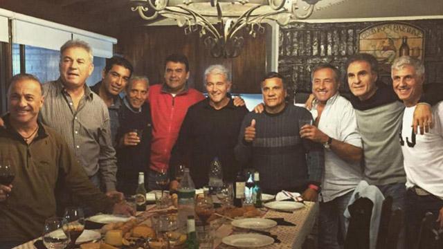 """""""Los del 86 Tenemos que juntarnos con los que jugaron ayer"""", dijo el Tata."""