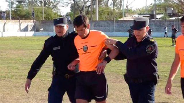 Cinco años de suspensión para el jugador que agredió al árbitro.