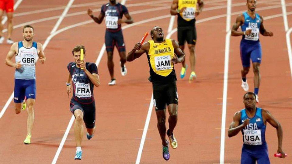 Bolt se lesionó en la ultima prueba de su carrera.