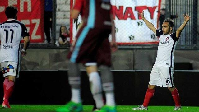 En un duelo de equipos golpeados, San Lorenzo derrotó a Estudiantes